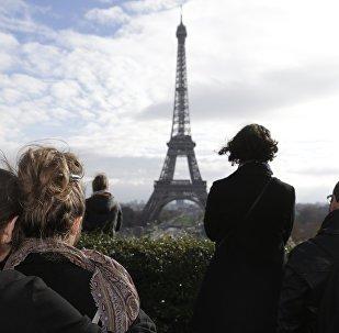 Minute de silence en mémoire des victimes des attentats du 13 novembre à Paris