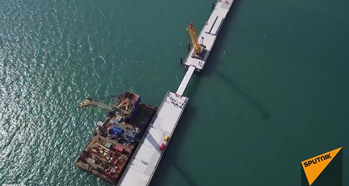 Le pont qui reliera la Crimée  et la Russie continentale est en cours de construction.