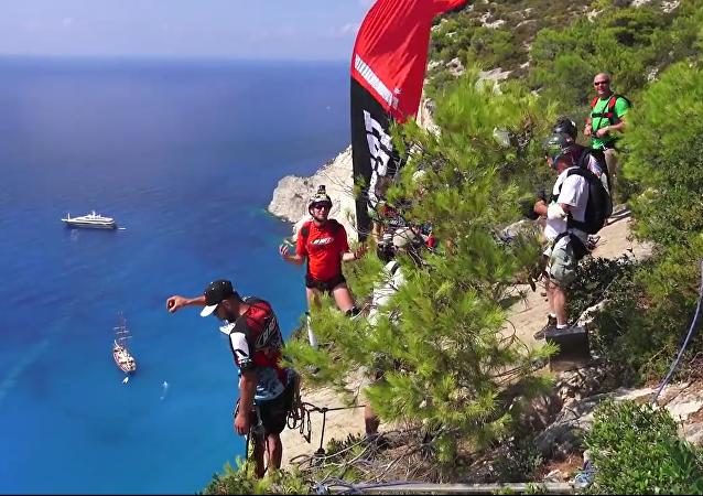 Un incroyable saut en parachute