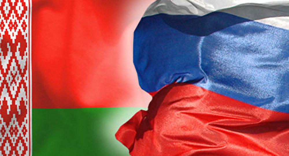 LES RUSSES ET LES BIELORUSSES FETENT LE JOUR DE L'UNITE