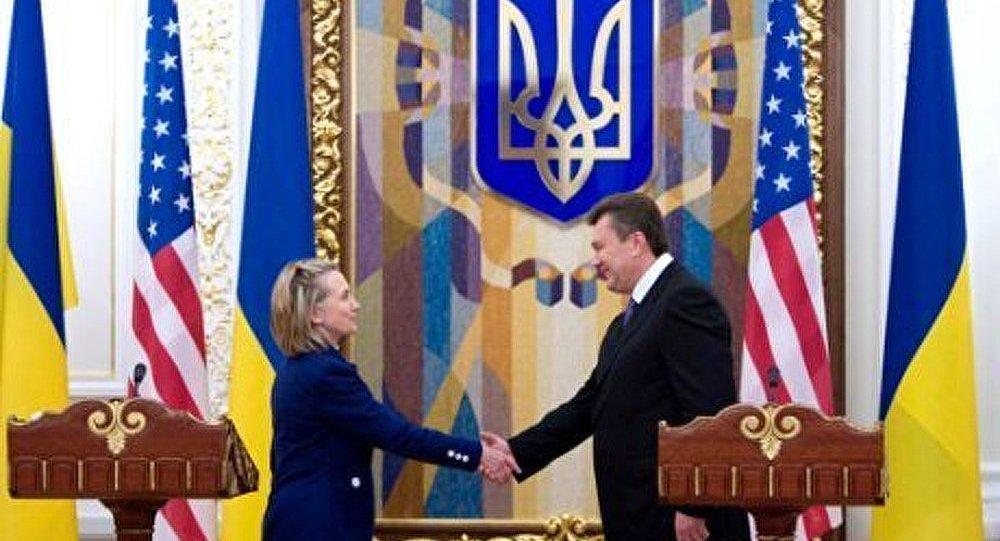 Hillary Clinton en visite en Ukraine désormais neutre