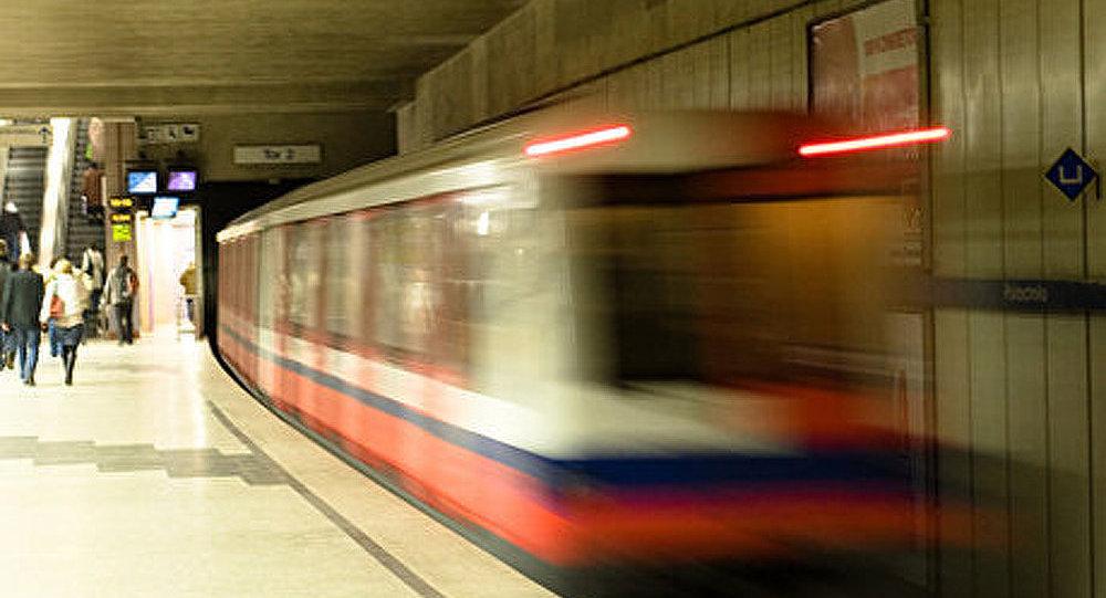 Les passagers du métro à Varsovie peuvent apprendre le russe
