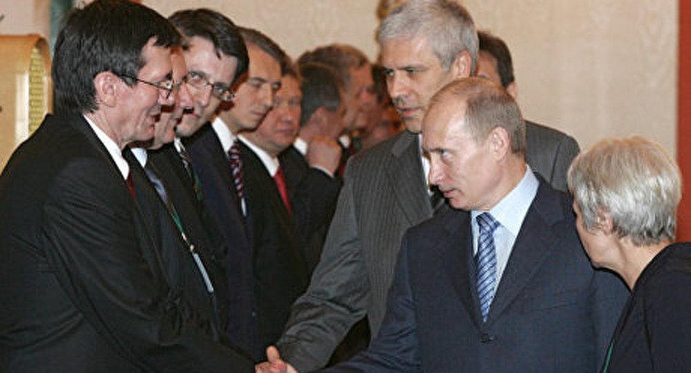 Vladimir Poutine en visite en Serbie