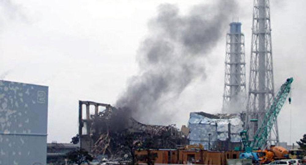 Fukushima : fumée noire au-dessus du réacteur 3