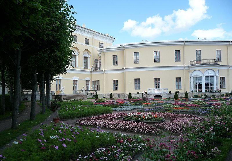 La construction de cette résidence royale aux bords de la rivière Slavianka a pris plus de 50 ans.