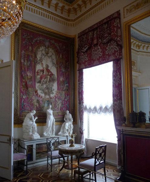 Tapisseries offertes à l'empereur Paul Ier et à son épouse par Louis XVI en 1782.