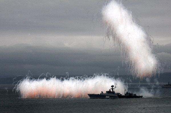 Bâtiment de lutte anti-sous-marine lors de la célébration de la Journée de la Marine à Vladivostok.