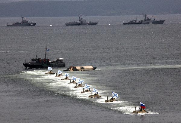 Débarquement à bord de véhicules amphibie blindés. Vladivostok.