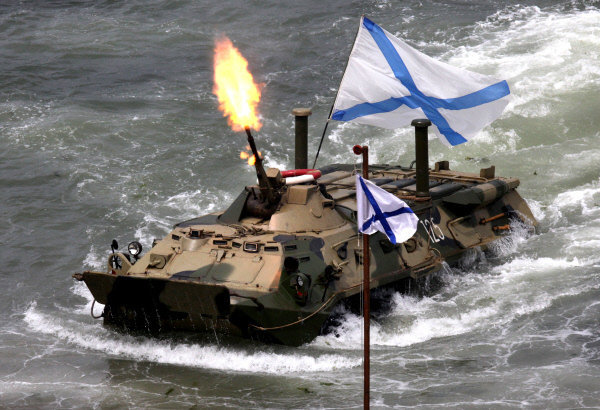 Véhicule amphibie blindé qui a participé à la célébration de la Journée de la Marine à Vladivostok.