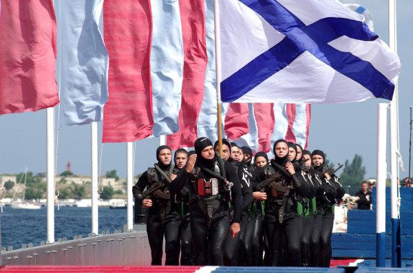 Parade à Sébastopol.