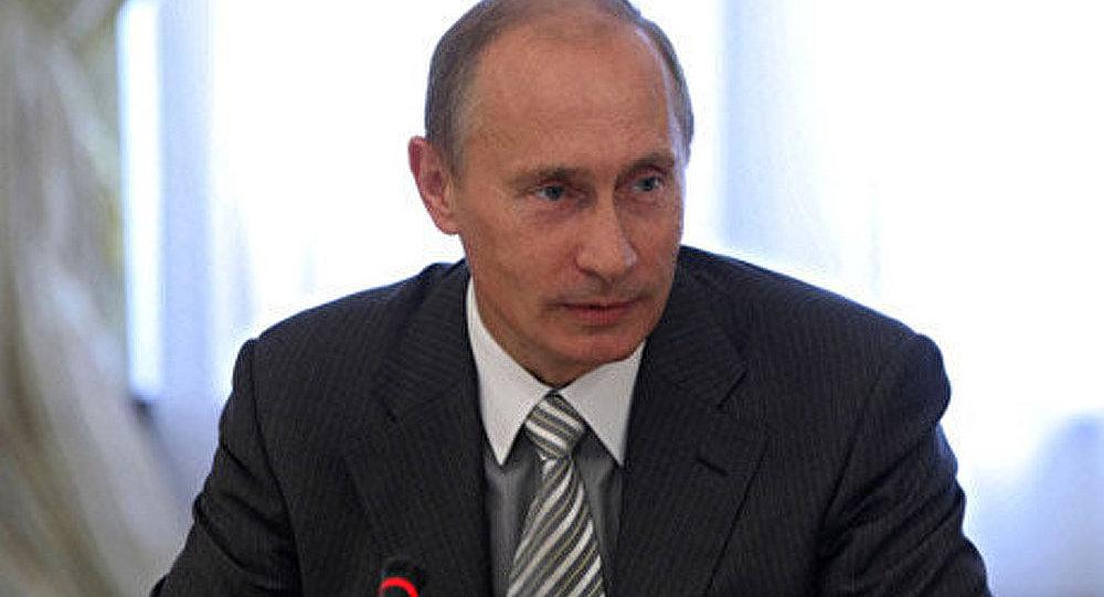 Poutine a appelé les écrivains à critiquer le pouvoir