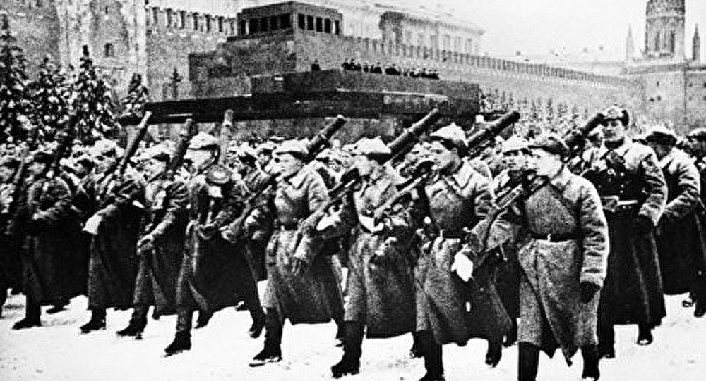 Légendaire défilé du 7 novembre 1941