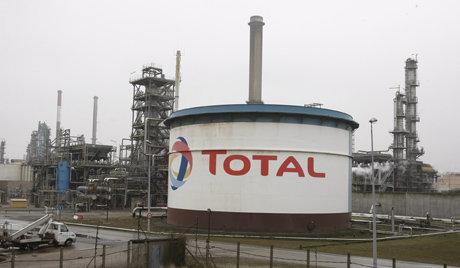 Pétrole: projet de partenariat entre Total et Rosneft