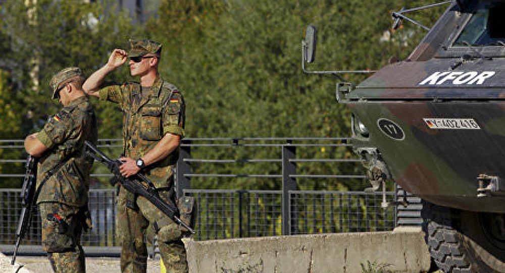 La KFOR a tenté de démonter une barricade serbe
