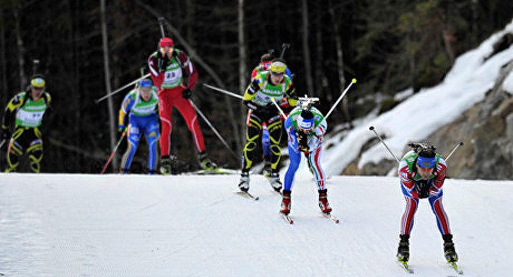 Biathlon: Russes gagnent «l'or» dans un sprint mixte
