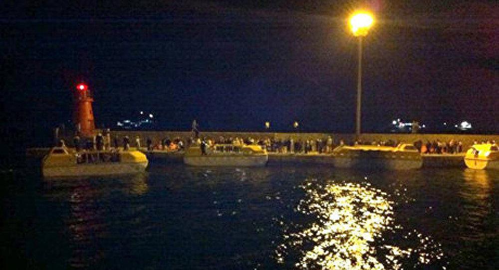 Costa Concordia se détruit sous les coups des vagues