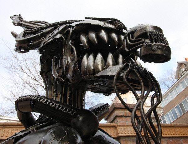 Les statues d'Alien et d'autres monstres cinématographiques sont érigées aussi bien à l'étranger que dans certaines villes russes