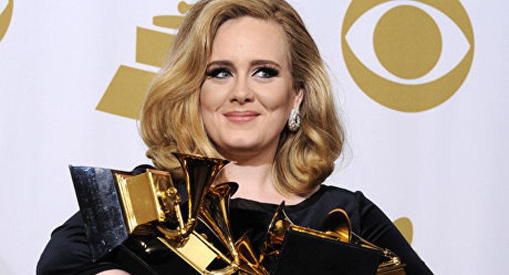 Grammy Awards: la chanteuse Adèle remporte six trophées