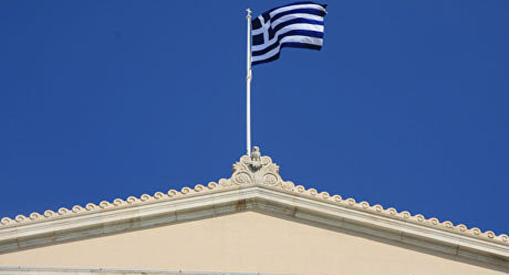 Grèce: Fitch relève la note à B-