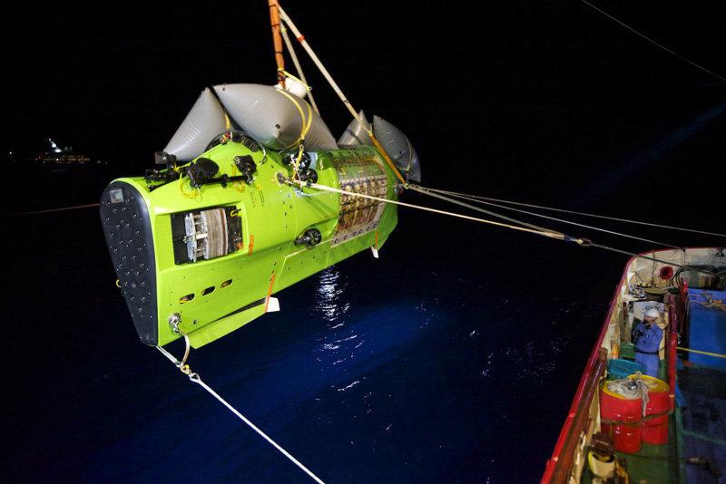 Le 26 mars, le célèbre réalisateur James Cameron a exploré en solo à bord d'un submersible Deepsea Challenger le site maritime le plus profond du Monde, la fosse des Mariannes (océan Pacifique). Les préparations de l'expédition ont duré plus de sept ans.