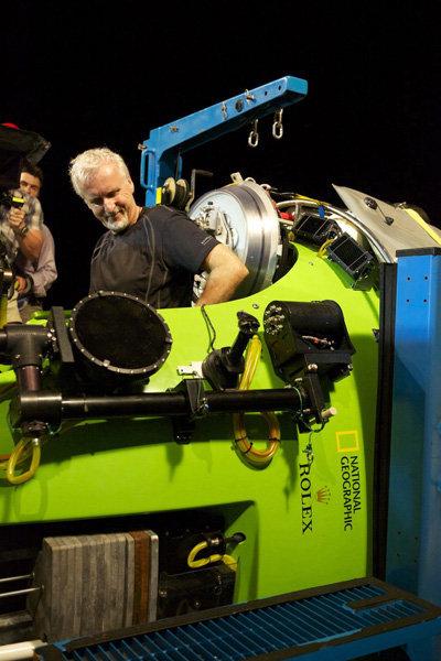 James Cameron est devenu le premier homme dans l'histoire à avoir atteint en solo le fond de la fosse des Mariannes à la profondeur de 11 kilomètres.