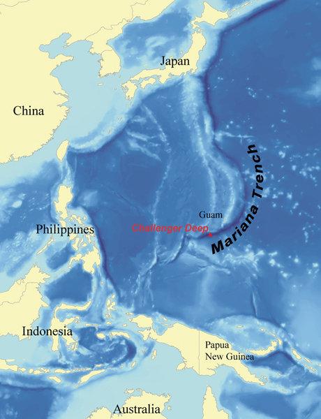 La plongée a été reportée à plusieurs reprises à cause du mauvais temps. Sur la photo : la fosse des Mariannes (marquée en rouge).