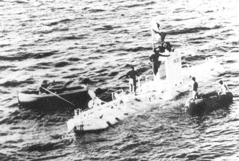 La première plongée dans la fosse des Mariannes a été réalisée en 1960 par le Suisse Jacques Piccard et l'Américain Don Walsh à bord d'un bathyscaphe Trieste (sur la photo). Les scientifiques étaient restés sur le fond près de 20 minutes.