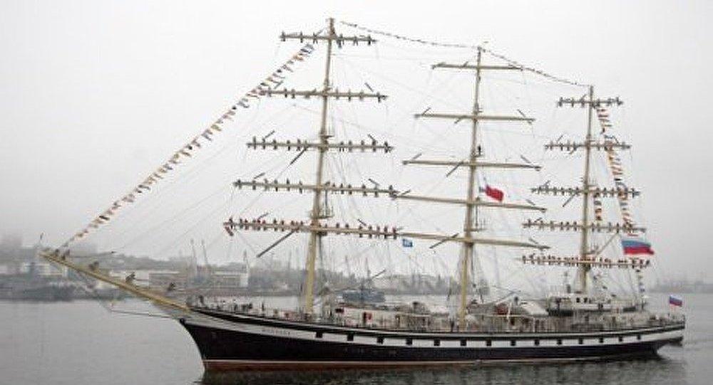 Le voilier russe Pallada arrive à Nagasaki