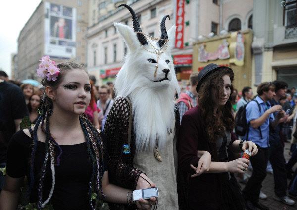Dreamflash est une fête spontanée inventée par un petit groupe d'enthousiastes et devenue un événement grandiose. Les Moscovites célèbrent l'arrivée du printemps à la manière des carnavals européens.