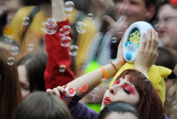 Sur la photo : les participants de la parade traditionnelle des bulles de savon Dreamflash sur l'Arbat.