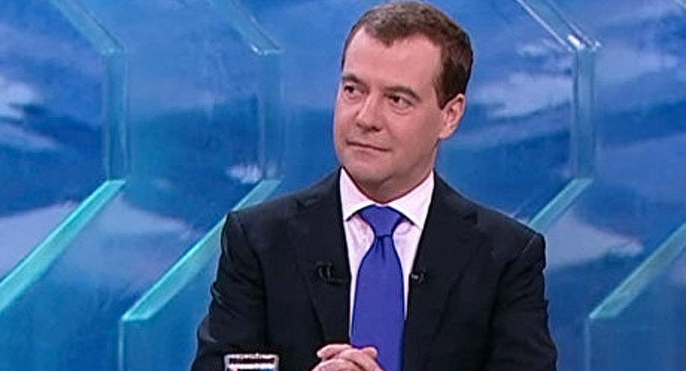 Medvedev se prononce pour la vente de chaines TV d'Etat