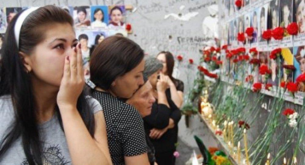Cérémonie en hommage aux 1 150 enfants victimes du terrorisme à Beslan