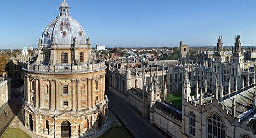 Oxford change les règles du code vestimentaire