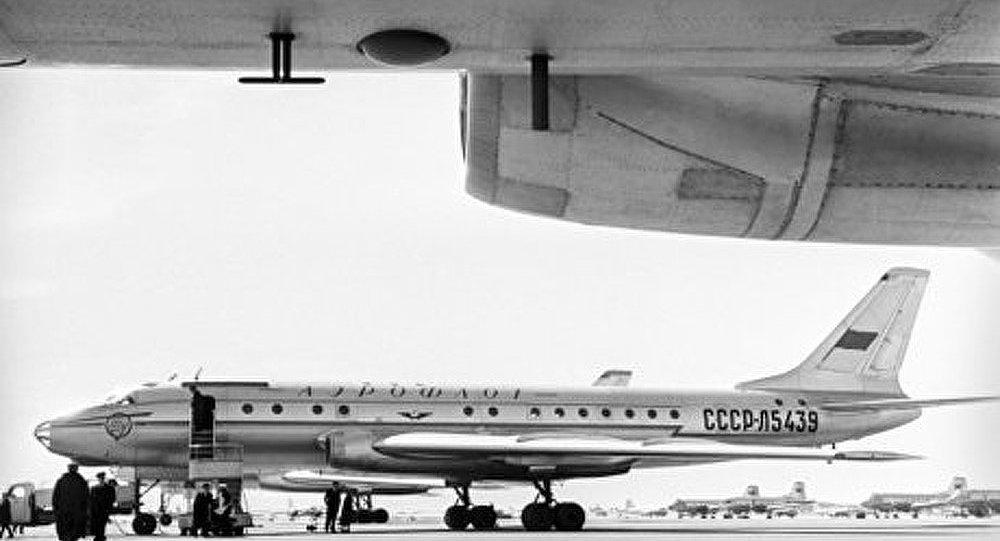 L'avion de ligne soviétique à réaction Tu-104