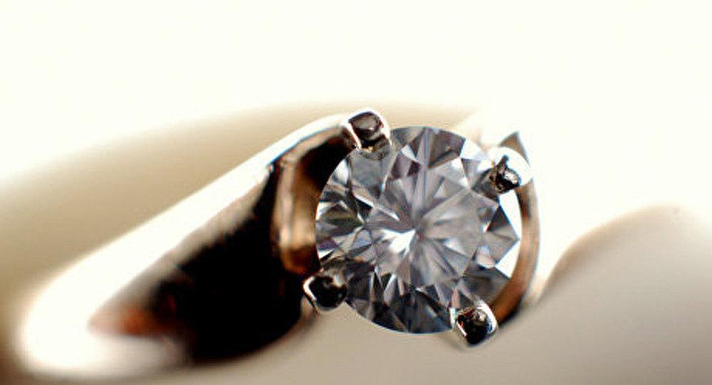 large choix de designs sélection spéciale de meilleurs prix Sri Lanka: un Chinois avale un bijoux en diamant à une ...