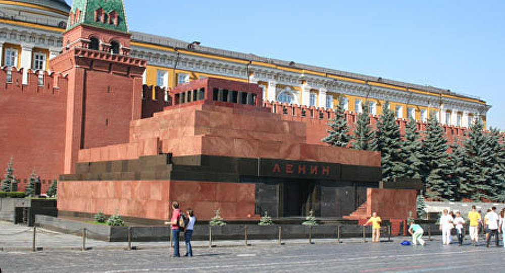 Poutine compare la dépouille de Lénine avec les reliques des saints