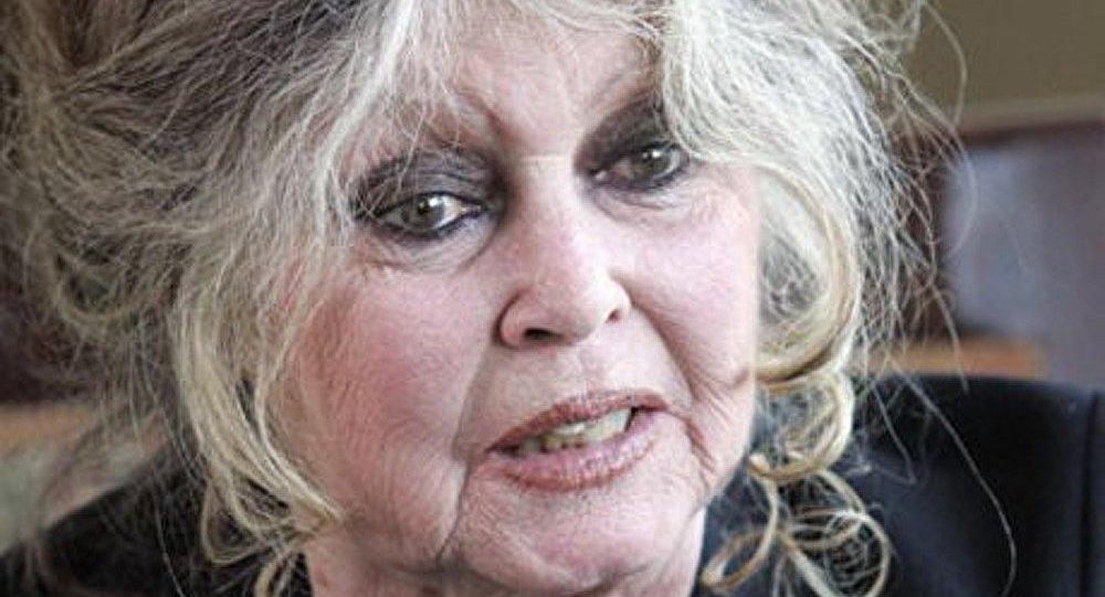 Le ministre français de l'Economie propose à Bardot d'épouser Depardieu