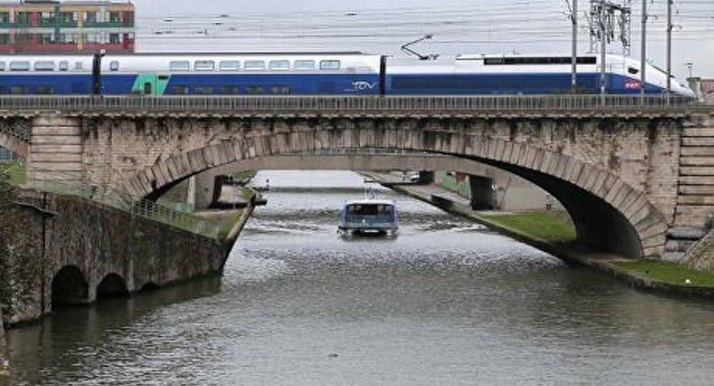 Une ligne à grande vitesse a été prolongée de l'Espagne à la France