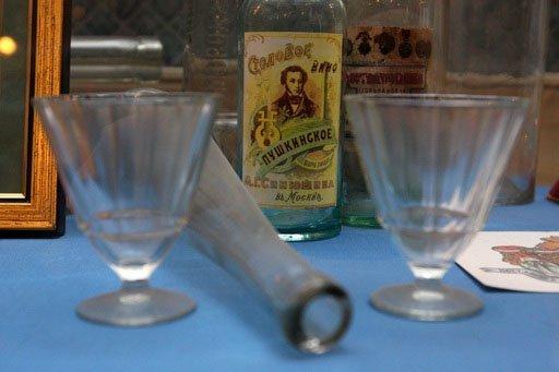 En 1894, le gouvernement russe a breveté comme vodka nationale russe la Moskovskaïa ossobaïa (Spéciale de Moscou), qui titre 40 degrés et est filtrée au travers d'un filtre à charbon.