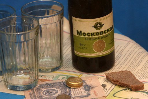 Ci-contre : objet exposé au musée d'histoire de la vodka à l'intérieur du Kremlin d'Izmaïlovo.