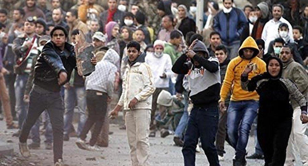 Les Égyptiens ont jeté des pierres en direction de leur Premier ministre
