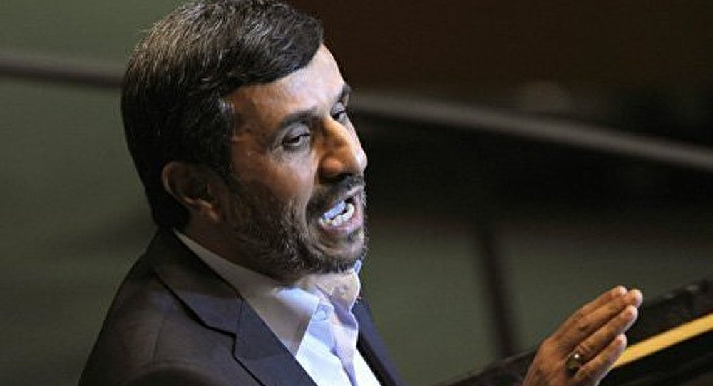 Ahmadinejad hué en Égypte