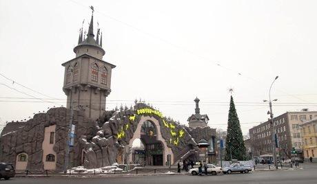Aujourd'hui, le 12 février le parc zoologique de Moscou fête son anniversaire. Le parc zoologique de Moscou est un parc de 21,5 hectares fondée en 1864 par les professeurs-biologistes, K.F. Rulje, S.A. Usov et A.P. Bogdanov, de l'Université d'État de Moscou. En 1919, le parc zoologique a été nationalisée. En 1922, la propriété a été transférée à la ville de Moscou. Depuis cette lointaine époque ont été ouverts un aquarium marin, une volière des créatures de la nuit, une exposition de lions de mer et une section destinée aux enfants.