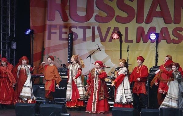 Le 5e festival de culture russe Maslenitsa a eu lieu en 2013 à Londres. Les participants de ce festival et les visiteurs qui passaient par Trafalgar Square ont dit adieu à l'hiver avec des blinis et des chansons.