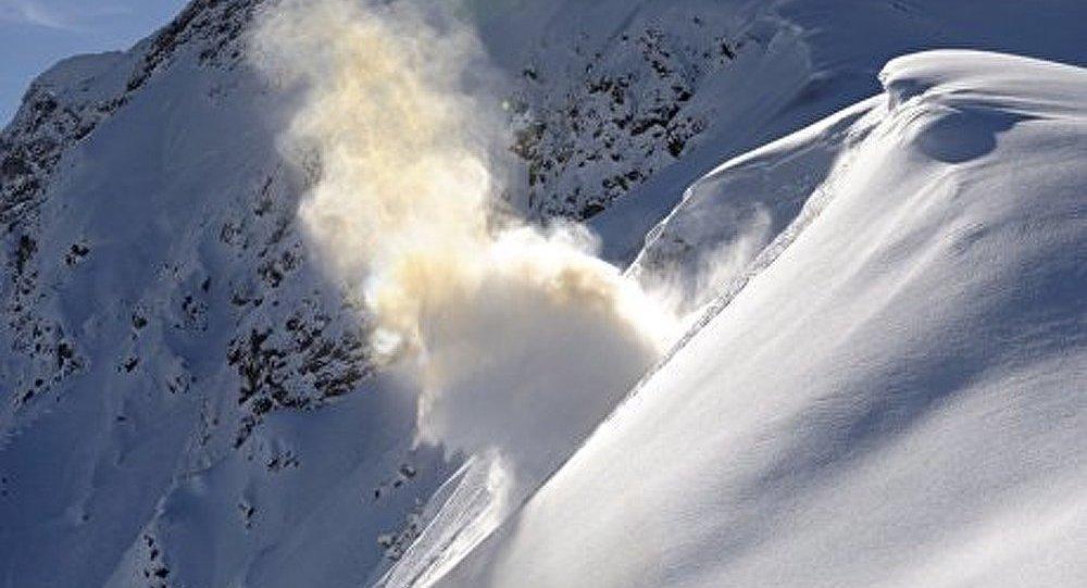 Sibérie : un homme emporté par une avalanche