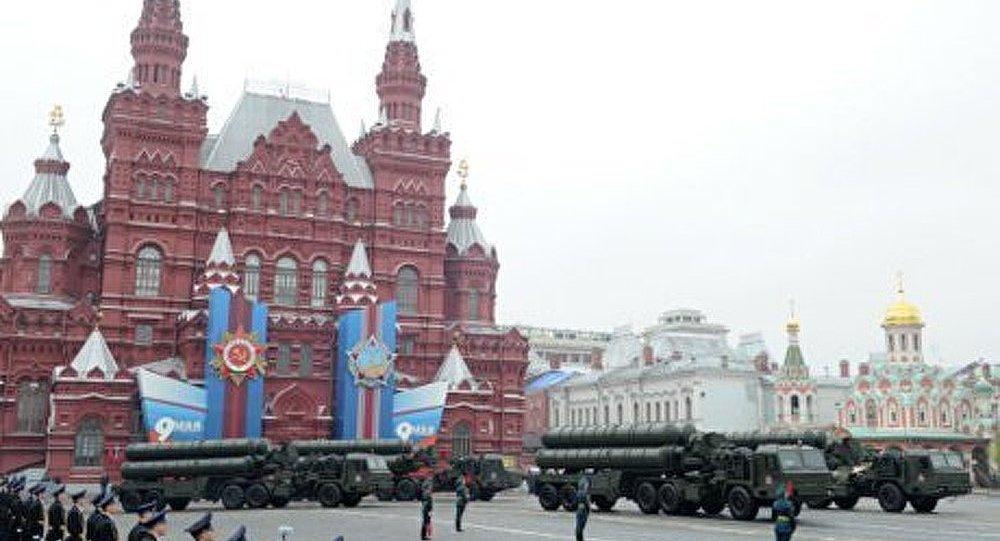Les véhicules militaires pour la Parade de la Victoire arrivent à Moscou