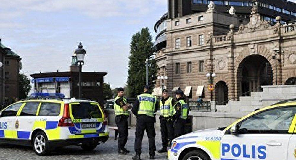 Quelque 100 voitures brûlées dans les désordres à Stockholm