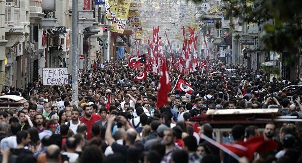 Protestations en Turquie : les syndidats appellent à la grève