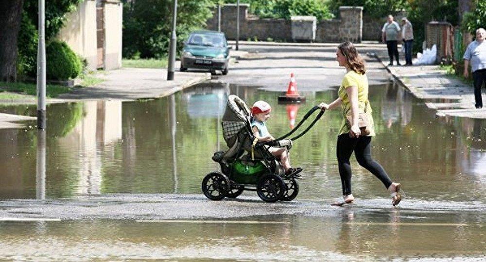 Varsovie : pluies torrentielles ont inondé les rues et le métro