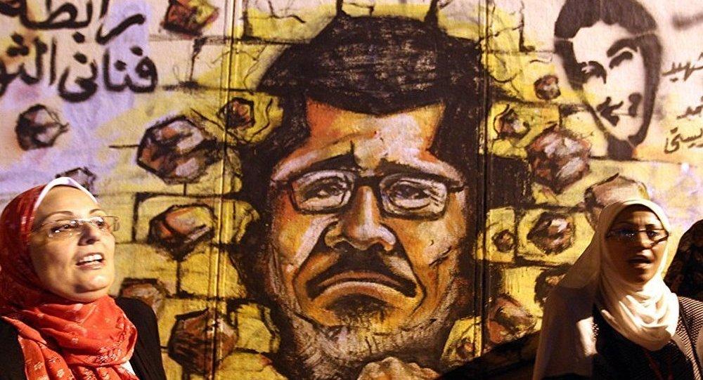 Egypte : le procès de Morsi a des allures de marché politique